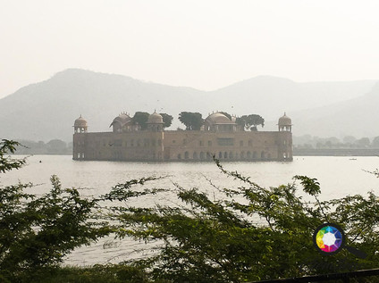 The Lake Palace in Jaipurm India.jpg