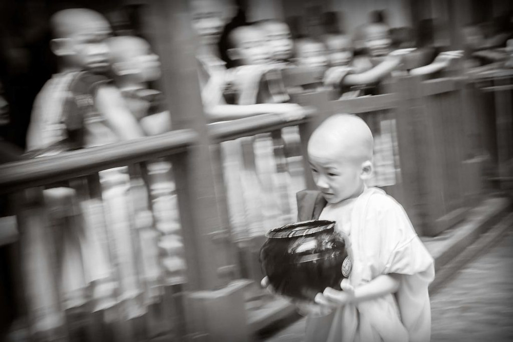 Young monk boy | www.gemstonedetective.com