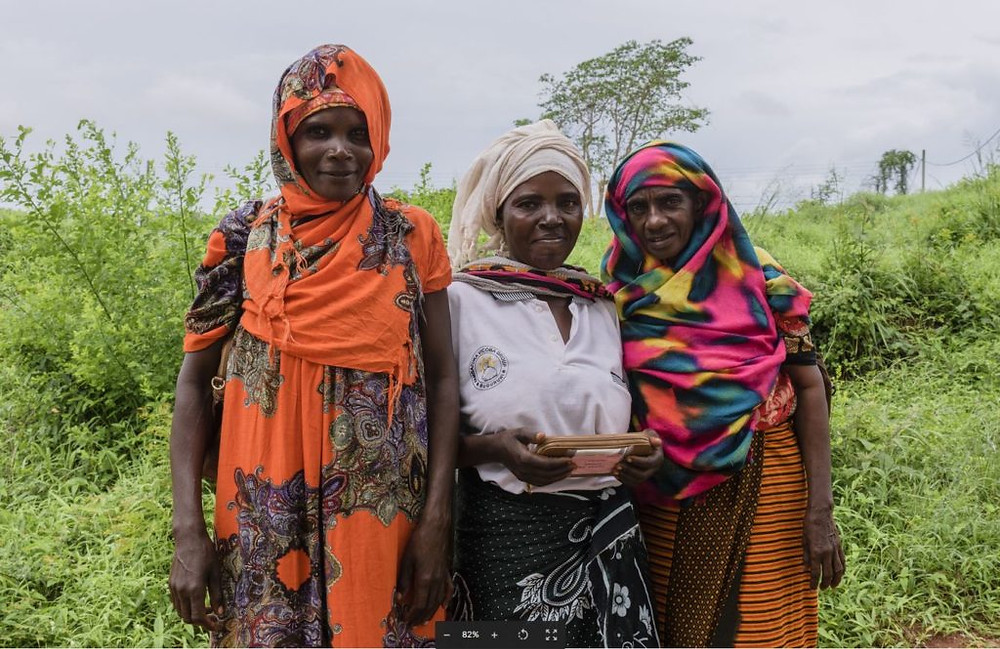 Moyo ladies in Africa | www.gemstonedetective.com