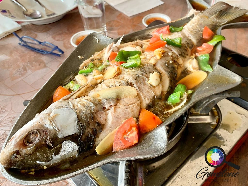 Gemstone Tour Etiquette mealtimes | www.gemstonedetective.com