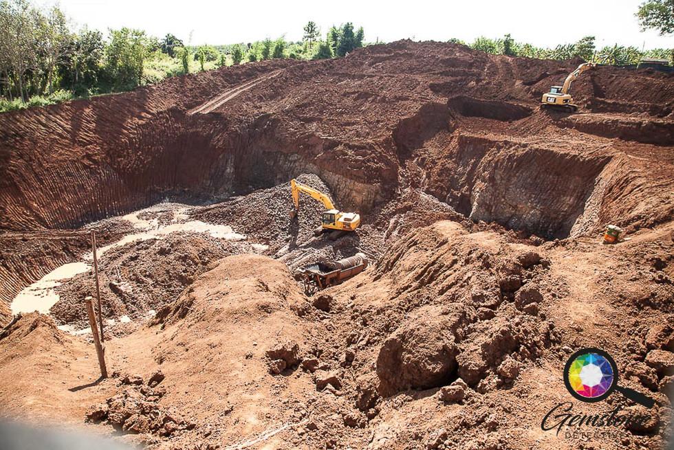 A sapphire mine in Chanthaburi.jpg