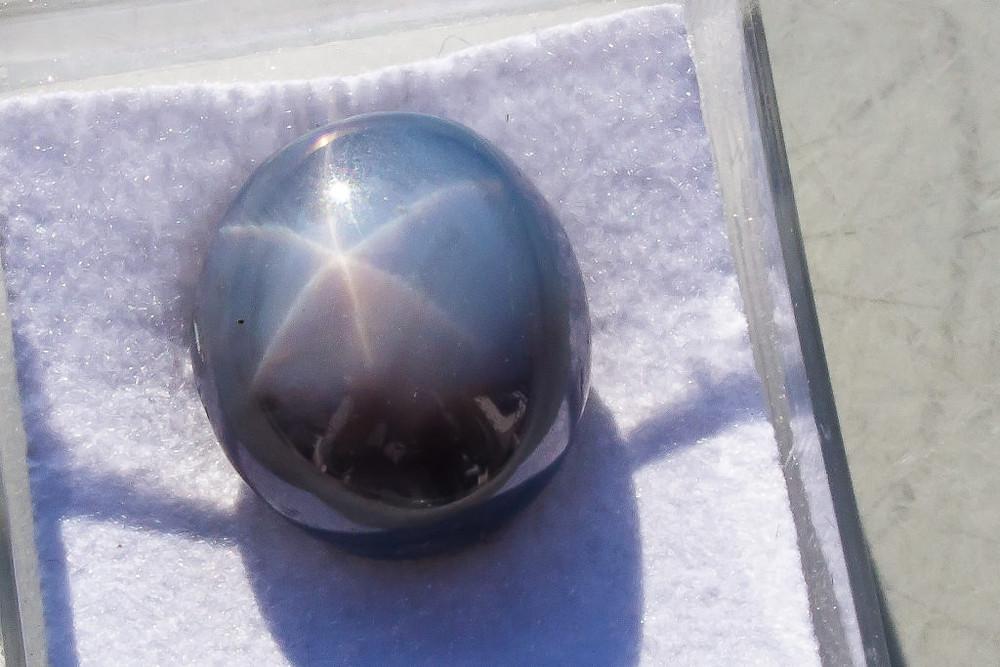 Star sapphire | www.gemstonedetective.com