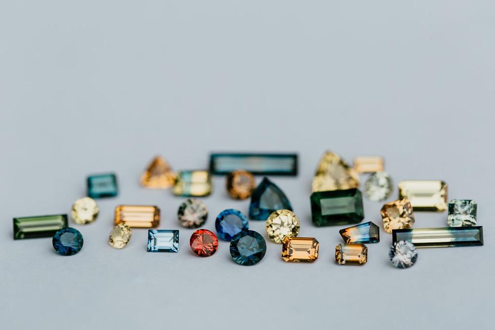 Coloured Sapphires | www.gemstonedetective.com