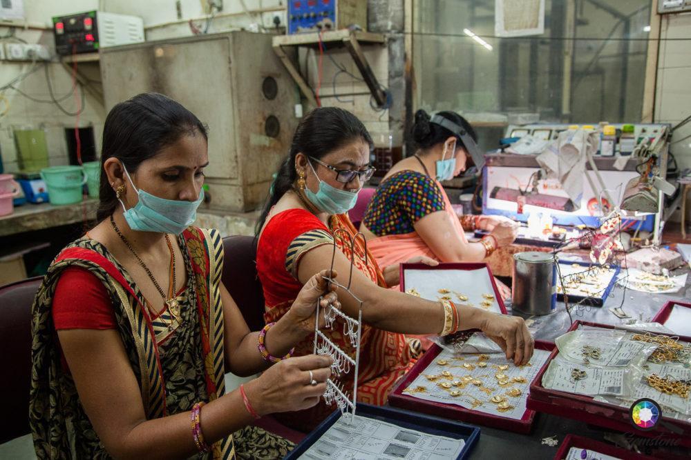 Jewellery factory workers | www.gemstonedetective.com