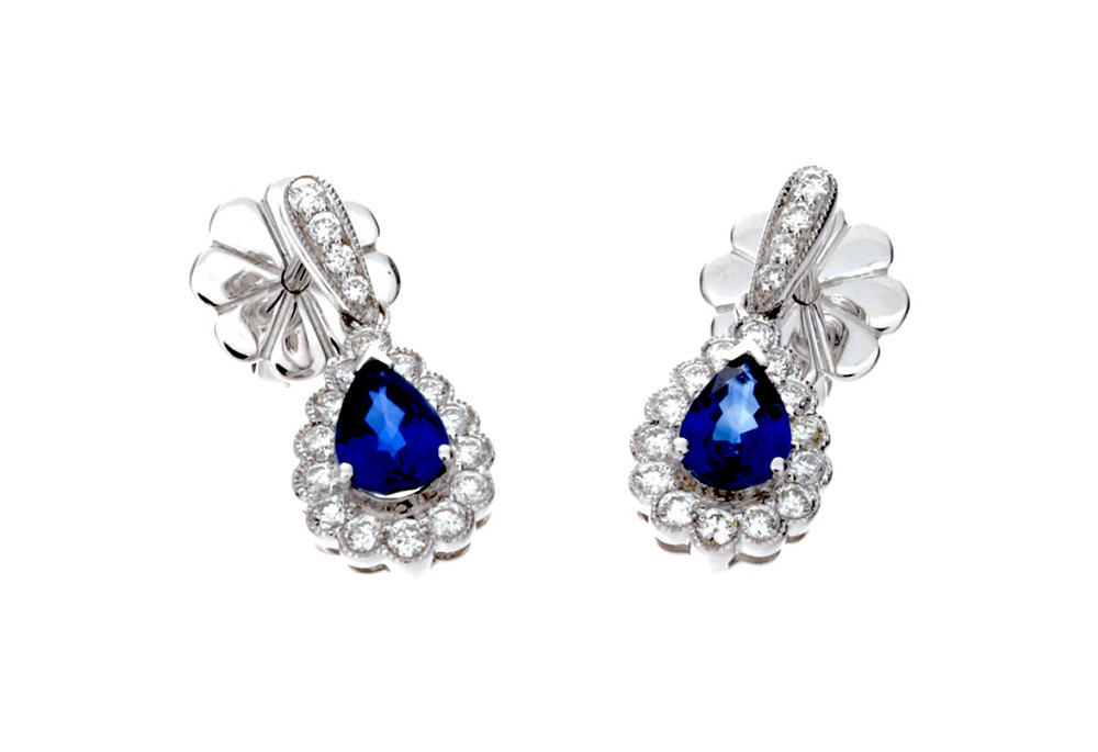 September's birthstone sapphire | www.gemstonedetective.com
