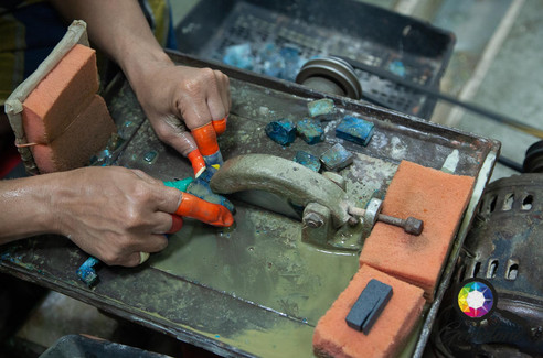 Cutting gemstones, Jaipur, India.jpg