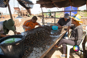 Sorting the gravels, looking for sapphir