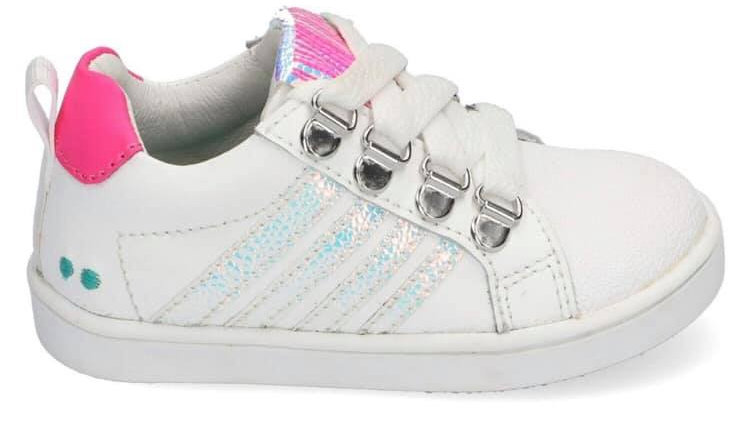 Wit vetersneakertje met glinsterstrepen en ingewerkte beschermtop