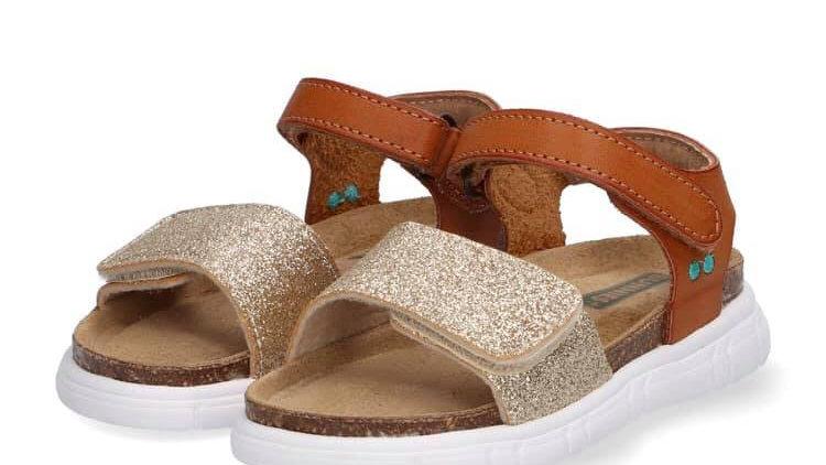 Cognackleurig sandaaltje met goudglitter, plateauzooltje en velcro