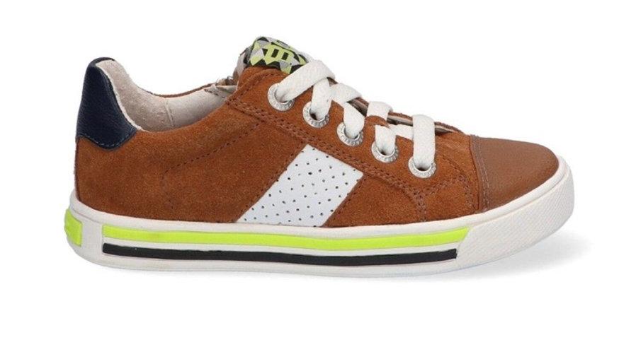 Lage cognackleurige sneakers met veters en rits en ingewerkte beschermtop