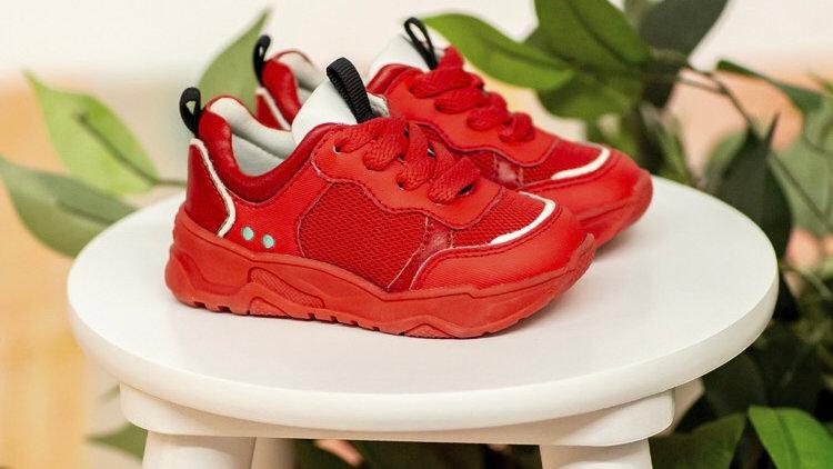 Rode vetersneakers