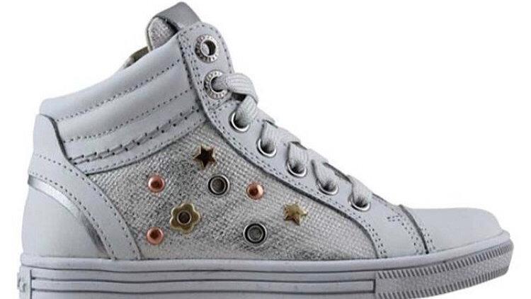 Hoge witte sneaker met embleempjes zijkant veters en rits