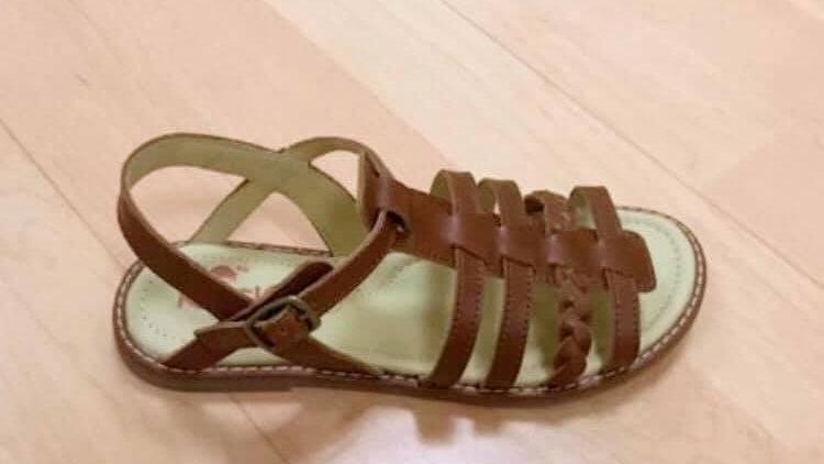 cognackleurige sandaal met bandjes