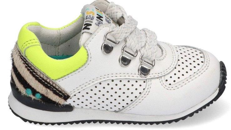 Licht ecrukleurige vetersneakertjes met fluogeel en luipaardaccentje