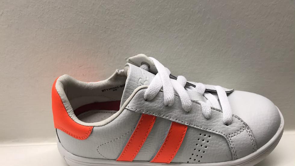 Witte vetersneaker met rits met fluo-oranje strepen