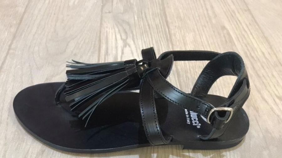 Zwarte teensandaal met struffels