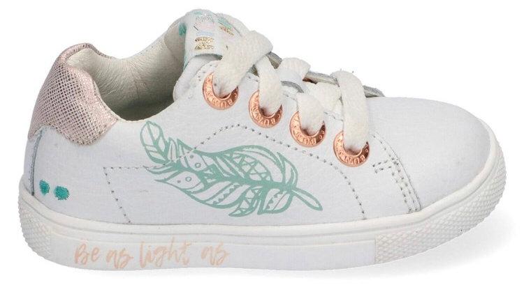 Wit vetersneakertje met groen blaadje en goudroze hieltje