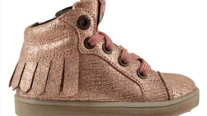 Hoog glinsterroze sneakertje met veters en rits en frulletjes langs de zijkant