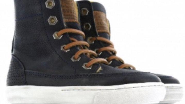 Hoge donkerblauwe gevoerde sneakers