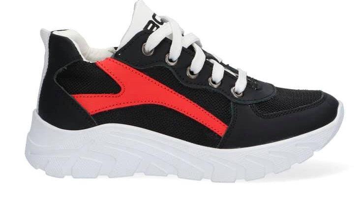 Zwarte sneakers met rood veters en rits, dikkere zool