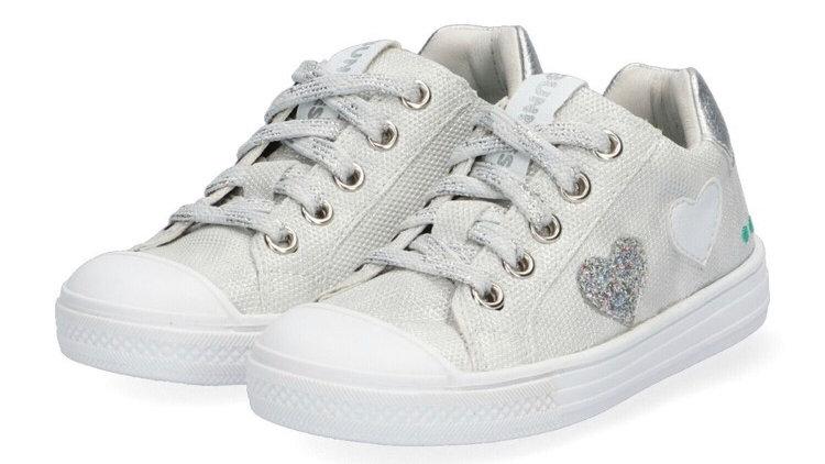 Zilverkleurige vetersneakers met hartjes en beschermtop