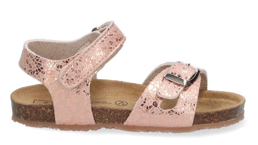Lichtroze sandaaltje met gespje en velcrp