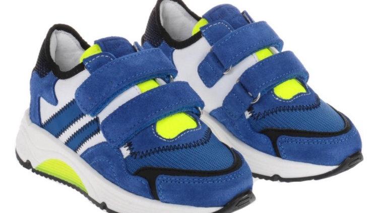 Hoogblauwe sneakers met velcro en dikkere zool