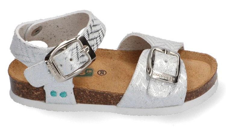 Zilverkleurige sandaaltjes met gespjes