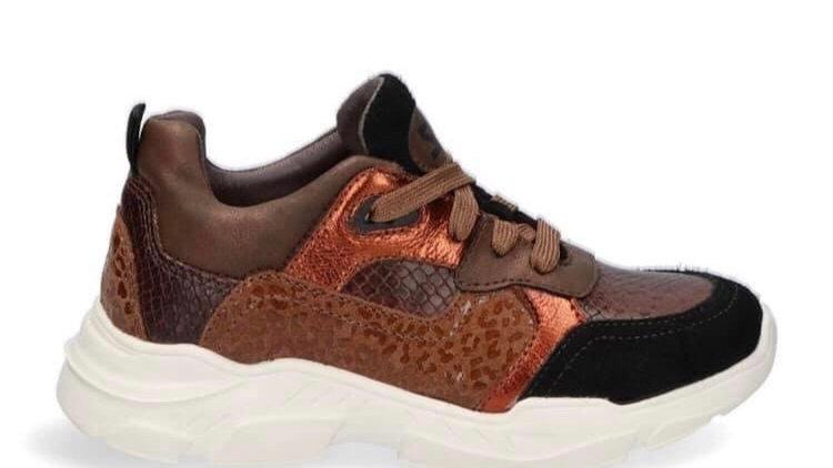 Bruine vetersneaker met roest en zwarte accenten