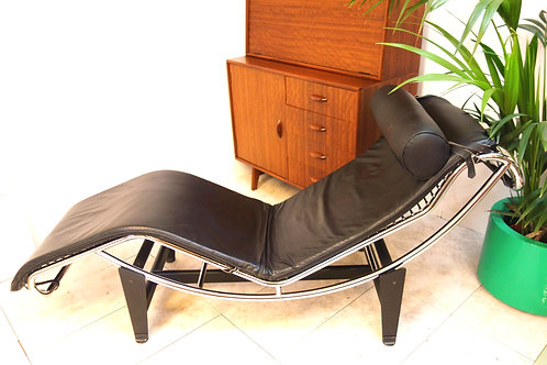 Leather chaise longue after Le Corbusier