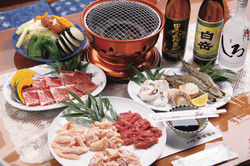 炭火で焼く肉や海鮮は絶品
