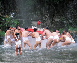 火伏地蔵祭[裸みこし]