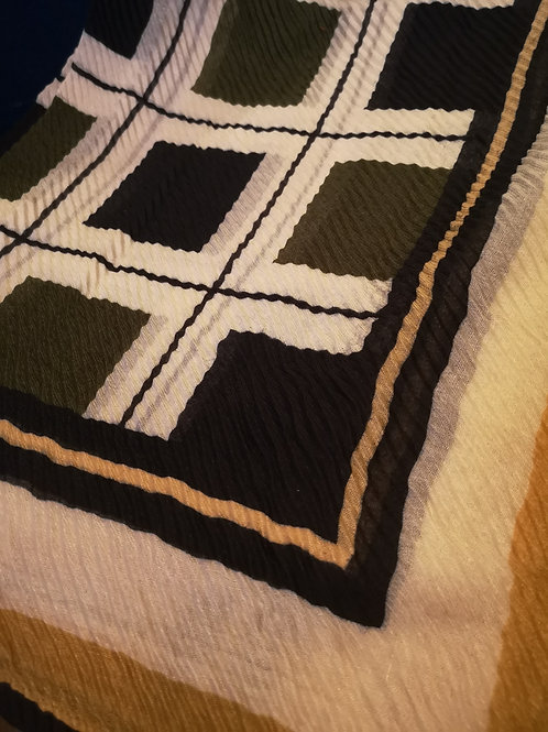 Square detailed ripple crape scarf