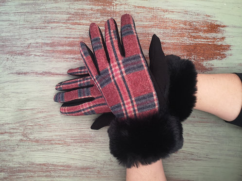 Checkered gloves with fur black Trim
