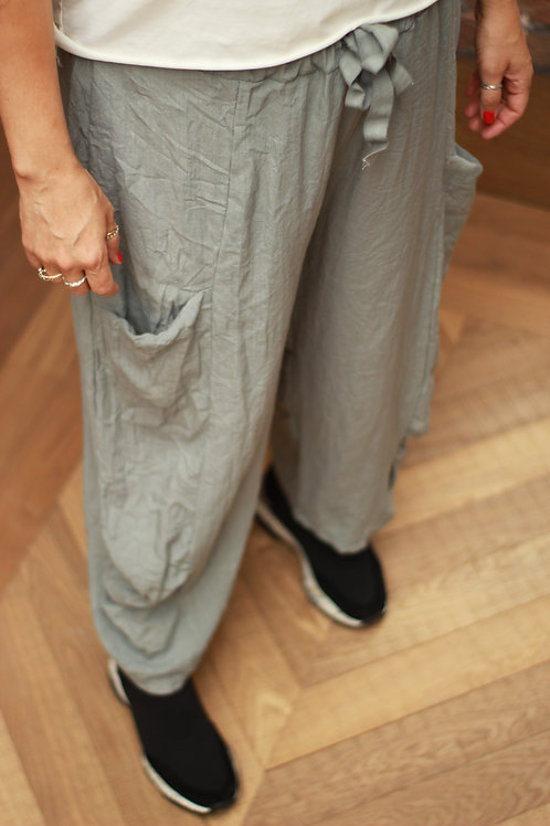 Wide legged side pocket linen trousers