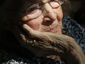 Angst voor verpleeghuis houdt ouderen in coronatijd thuis.