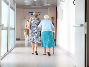 Onderzoek: Kind en partner verdwalen in doolhof ouderenzorg