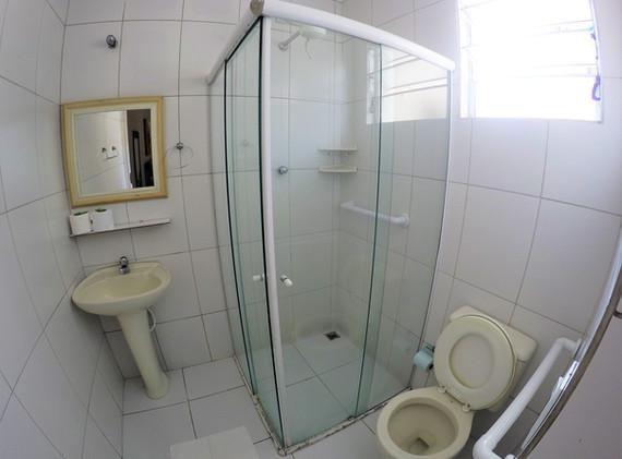 suite 09 wc.JPG