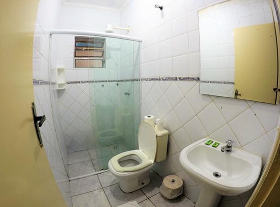 SUITE 29 WC.JPG