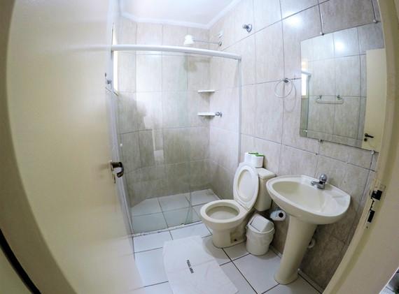 suite 06 wc.JPG