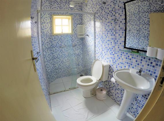 suite 08 wc.JPG