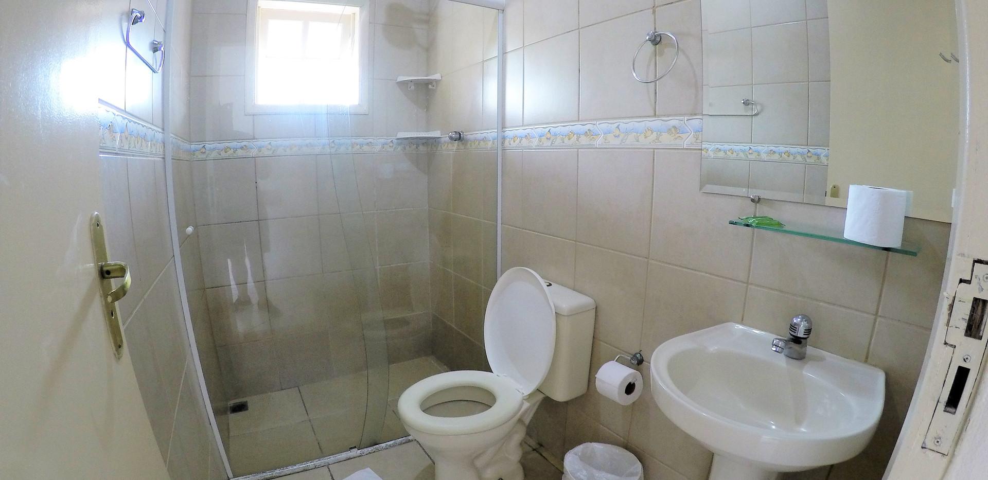 suite 11 wc.JPG