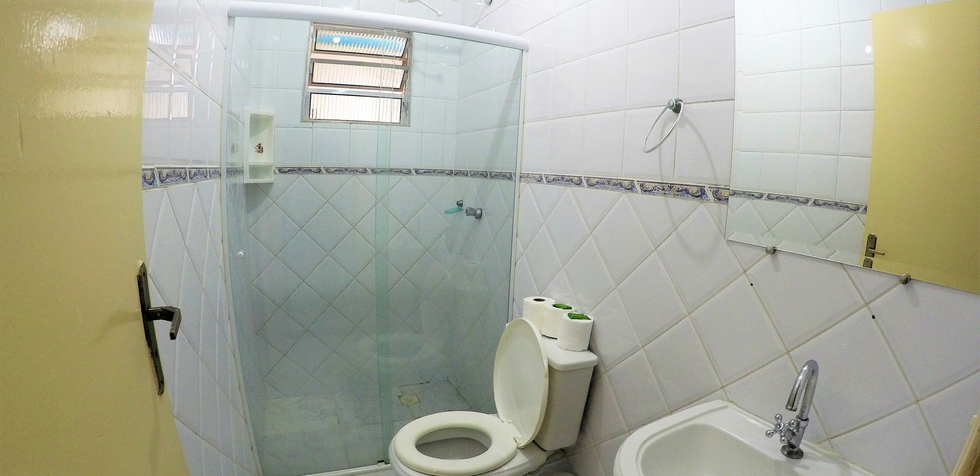 SUITE 28 WC.JPG