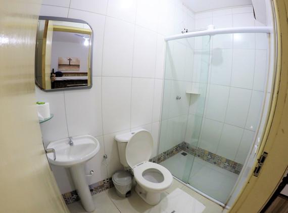 SUITE 33 WC.JPG