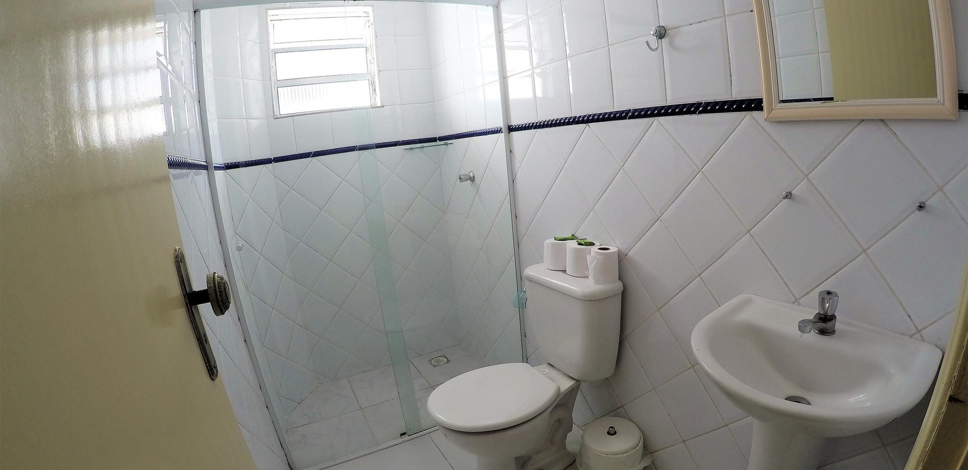 SUITE 27 WC.JPG