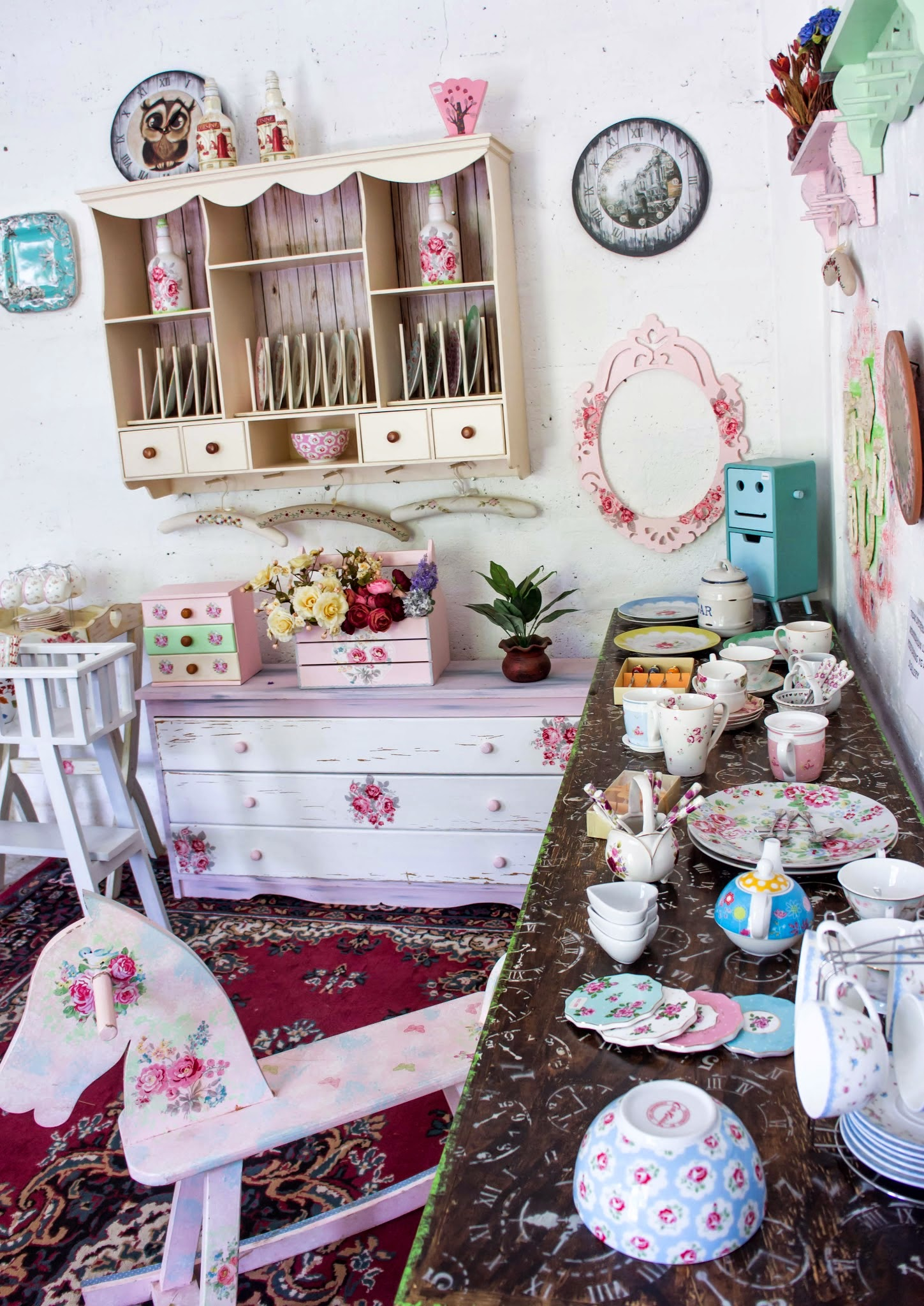 Come and joint with us at Shabby Chic Gallery in Bandung_jln Banyu biru no H