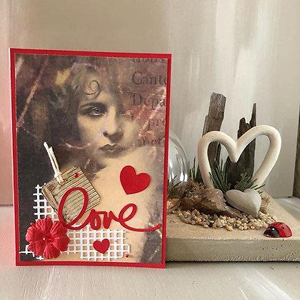 Carte ''Love'' style vintage, dans les tons rouges