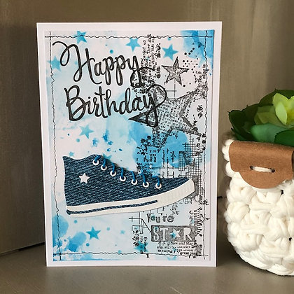 Carte ''Happy Birthday'' avec baskets style Convers