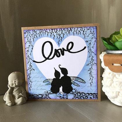 Carte ''Love'' avec petites fées dans les tons bleus