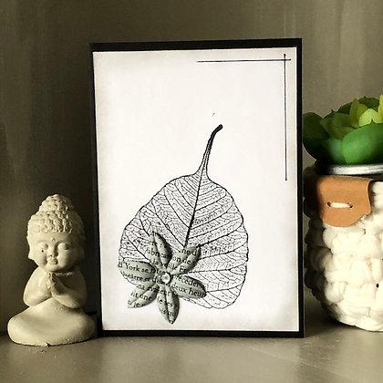 Carte de deuil sans texte, avec feuille et fleur